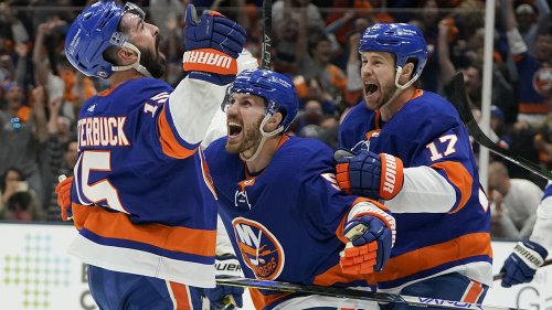 Islanders fans' national anthem rendition stuns once again before playoff game