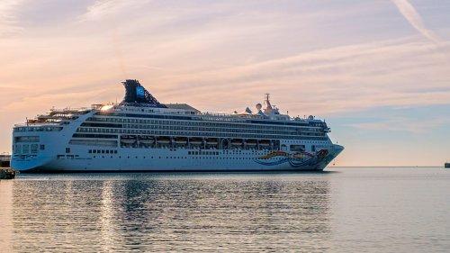Norwegian Cruise Line resumes ticket sales for Alaska cruises
