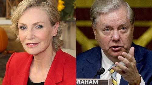 Jane Lynch mocks Sen. Lindsey Graham for aside about campaign financing