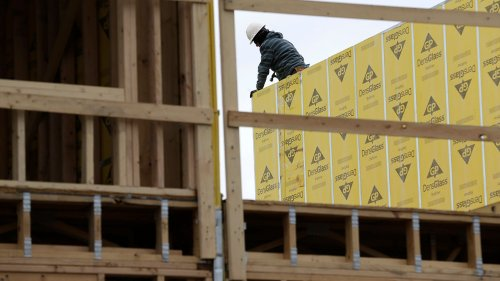 Homebuilder confidence slips to 10-month low as rising material costs weigh