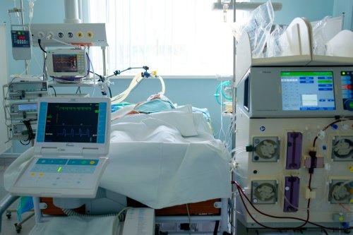 ICU nurse dies following coronavirus diagnosis, family says