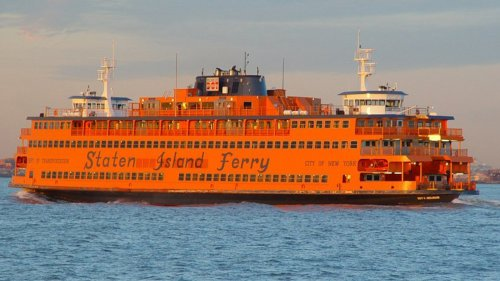 Man dies after jumping from Staten Island Ferry