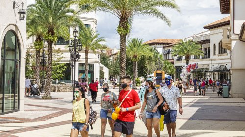 Disney World offering discounts to teachers and first responders who stay here this summer