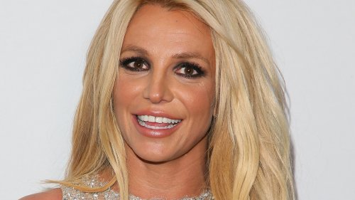 Britney Spears shows off in two bikinis, says she's 'not ready to shop at old lady stores'
