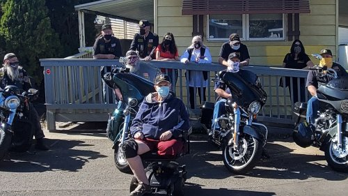 Veteran leaves home for first time in 2 years after volunteers build wheelchair ramp