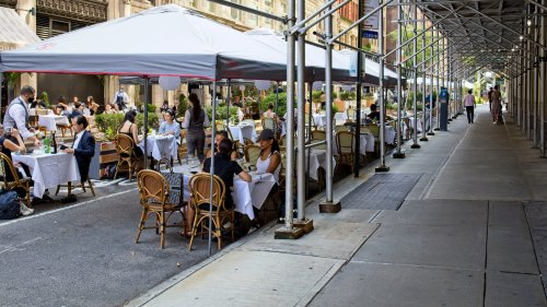 NY bar and restaurant hours extended to midnight