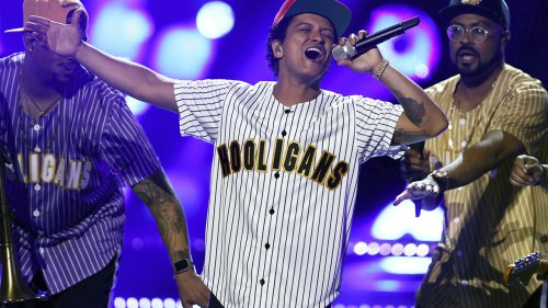 Bruno Mars imposter scammed Texas woman out of $100G