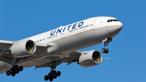 United Airlines evacuates plane ready for take off after multiple passengers receive ominous text message