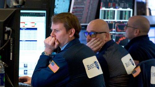 Dow Jones tumbles 300 points as consumer confidence wanes