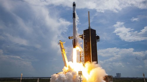 SpaceX launches, lands Falcon 9 rocket in 6th flight, breaking records
