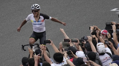 Carapaz wins men's road race for Ecuador's 1st cycling medal