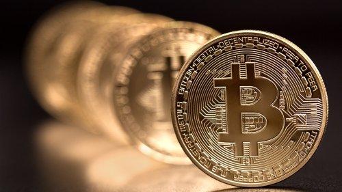 Bitcoin price hovers around $40,000