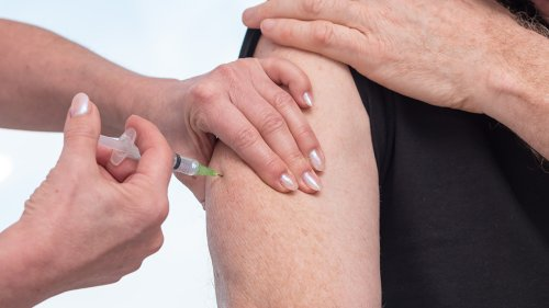 'Rare' reaction to COVID-19 vaccine likely caused man's skin to swell, peel, doctor says