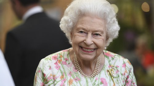 Queen Elizabeth steals show at G-7 reception with witty one-liner to world leaders