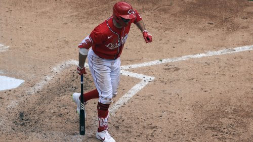 Votto breaks thumb as Reds beat White Sox 1-0 in 10 innings