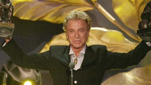 Illusionist Siegfried Fischbacher, of Siegfried & Roy fame, dead at 81, family says
