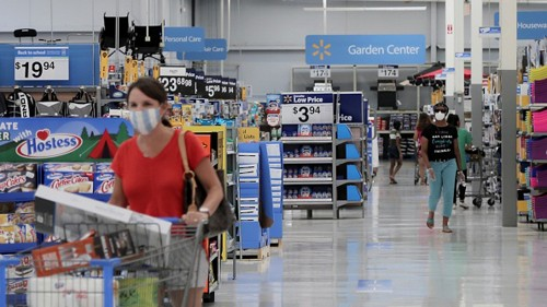 Atlanta insurer gives $100 Walmart giftcards to shoppers before Christmas
