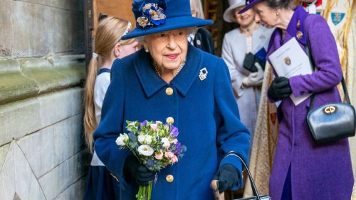 Queen Elizabeth won't step down, will instead 'pace her engagements,' former press secretary claims