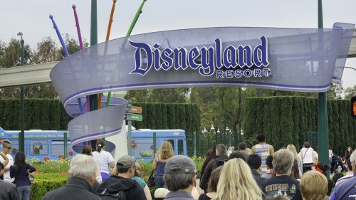 Disneyland ticket sales, reservations see 9-hour wait time ahead of reopening