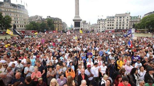 """Proteste in London gegen Impfkampagne: Bürgermeister verurteilt """"entsetzliche"""" Botschaften"""