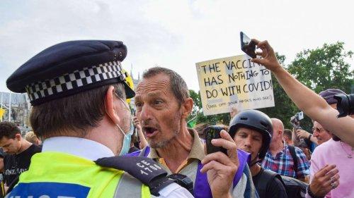"""Proteste gegen Impfkampagne in London: Bürgermeister verurteilt """"entsetzliche"""" Botschaften"""