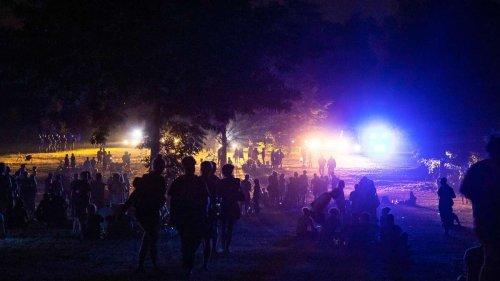 Polizei löst Riesen-Party in Berlin auf - 4.000 feiern trotz Corona im Park