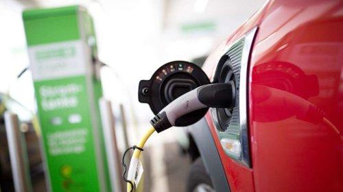Gefahr beim Laden: Darum kann es bei Elektroautos zu Stromstößen kommen