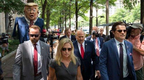 Event endet im Chaos: Taylor Greene und Gaetz flüchten vor Demonstrierenden