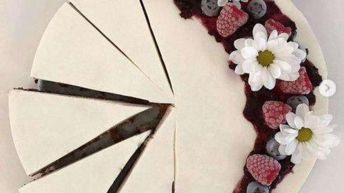 Ein Kuchen ohne Backen: Diese Skyr-Torte mit fruchtigen Beeren müssen Sie nachmachen