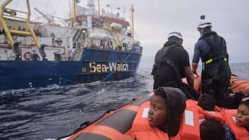 """Sea-Watch 3"" rettet 322 Bootsflüchtlinge im Mittelmeer"