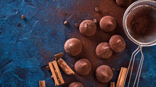 Aus nur zwei Zutaten zaubern Sie diese schokoladigen Pralinen