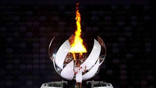 Olympia-Eröffnungsfeier: Überraschungsstar entzündet Olympisches Feuer
