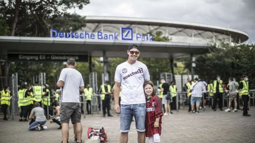 Testspiel der Eintracht vor 10 000 Fans im Stadion