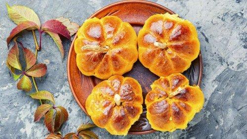 Die Kürbissaison ruft: Machen Sie leckere Brötchen mit dem Herbstgemüse