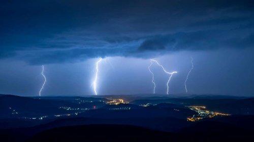 DWD warnt vor starkem Gewitter: Diese Regionen in Nordhessen sind betroffen – Warnung erweitert