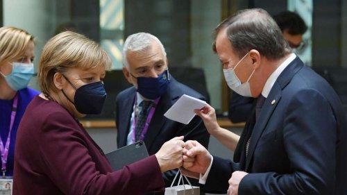 """EU verabschiedet sich emotional von Merkel - Rätselraten um Geschenk für die """"Kompromissmaschine"""""""