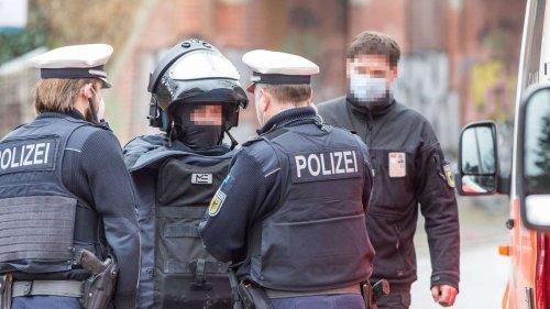 Zu wenig Handy, Tablets und Dienstkleidung: Spart Hamburg die Polizei kaputt?