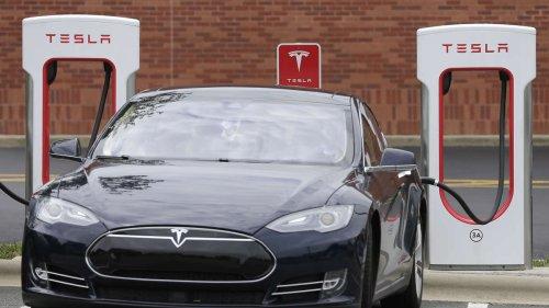 Weil er keine Ladegebühren zahlen will: E-Auto-Fahrer verklagt Tesla