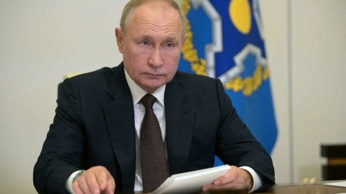 Putin to remain in self-isolation after dozens of his entourage catch Covid-19