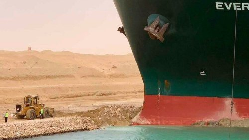 Egypt temporarily suspends navigation through Suez Canal blocked by cargo ship