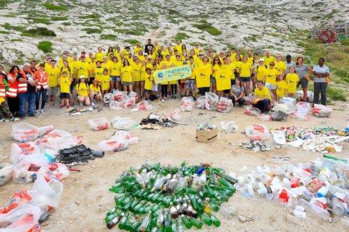 Les pirates du plastique : à l'attaque des déchets des Calanques de Marseille-Cassis