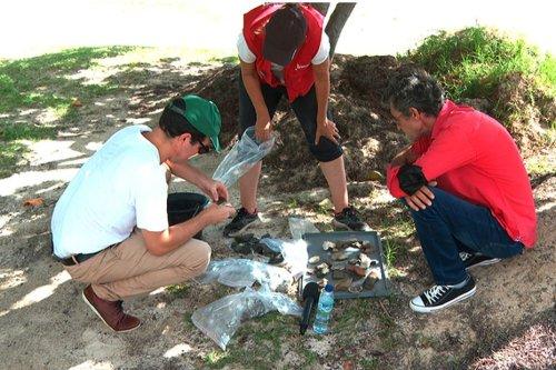 Une opération de fouilles archéologiques est menée sur la plage de la Pointe Faula au Vauclin - Martinique la 1ère