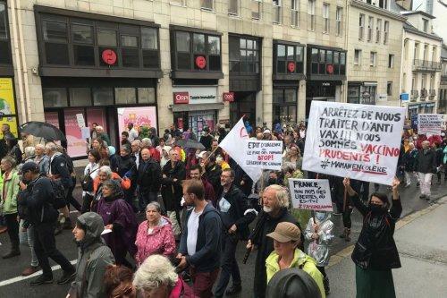 Bretagne : la mobilisation contre le pass sanitaire ne faiblit pas, plusieurs milliers de manifestants