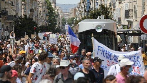 Manifestation contre le pass sanitaire : France Télévisions va porter plainte après l'agression de journalistes à Marseille