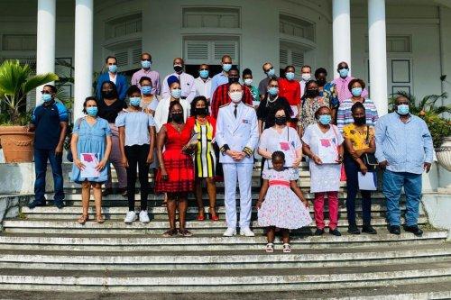 23 nouveaux Français ont reçu leur décret de naturalisation, lundi, en Guadeloupe - Guadeloupe la 1ère