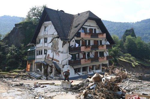 Les bénévoles des Alpes-Maritimes partagent leur expérience et leur aide auprès des sinistrés d'Allemagne et de Belgique