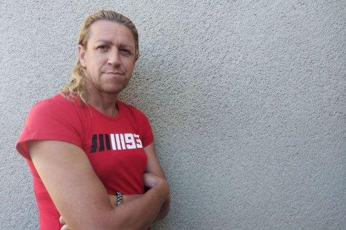 Parce qu'il a des seins comme une femme, on lui refuse son allocation d'handicapé à Digne-les-Bains