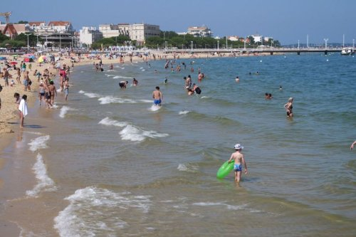 De Royan à Biarritz en passant par Arcachon, découvrez l'histoire des vacances à la mer