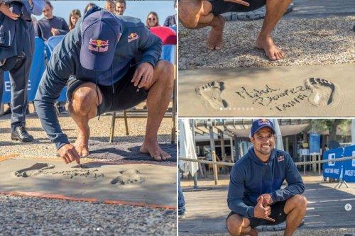 Michel Bourez sur le walk of fame d'Anglet - Polynésie la 1ère