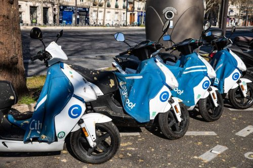 Certains scooters électriques autorisés à rouler rue de Rivoli à Paris